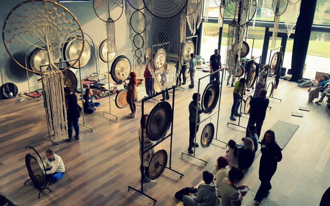 """VASAROS RETRITAS: """"Gydomieji garsai – garso terapijos menas"""" – intensyvūs mokymai"""